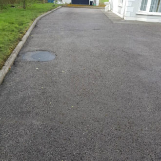 clean drive way after power-washing by bp painters and decorators