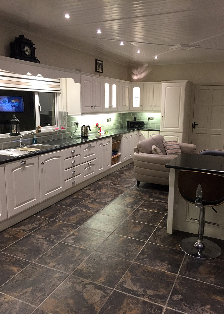 practical family kitchen by BP-decorators